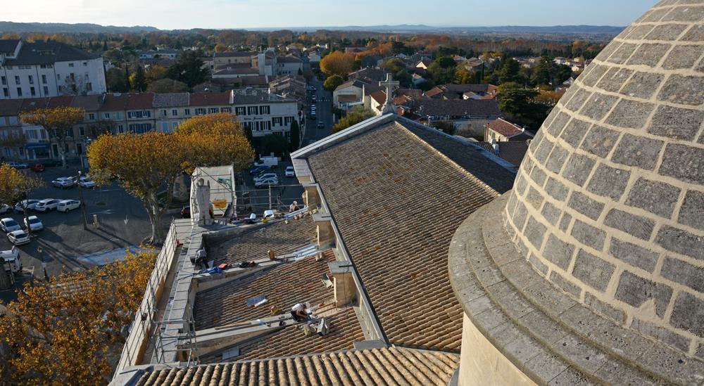 Le toit de la collégiale Saint-Martin en chantier