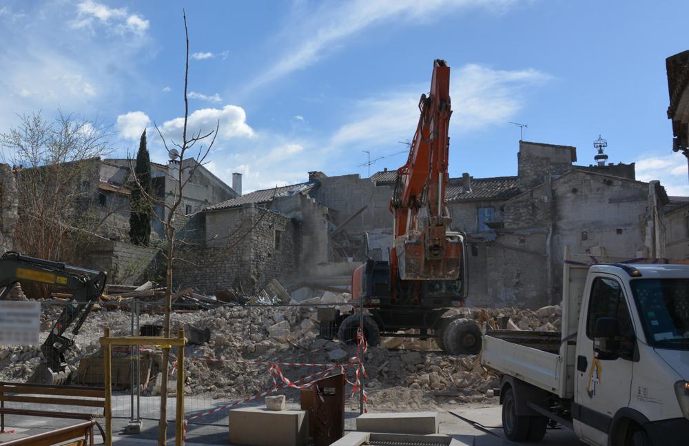 Démolition de l'ancien immeuble de la place Raoul-Tourtet, en mars 2019