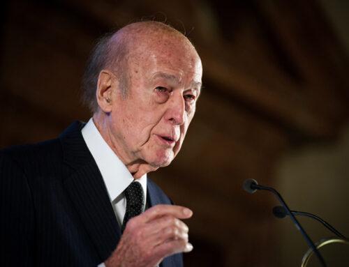 Un registre de condoléances en mémoire de Valéry Giscard d'Estaing
